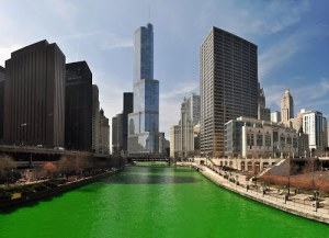 Chicago River on St. Patty's Day (Panoramio / Uwe Kazmaier)